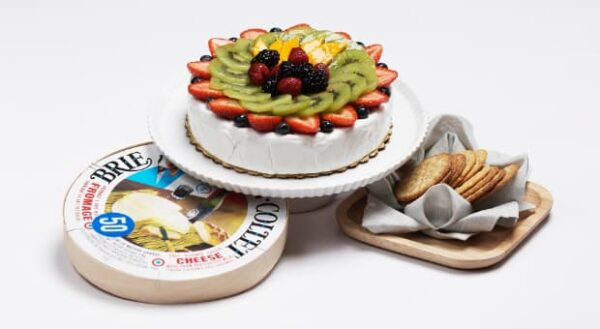 Brie Wheel, Fruited with Crackers